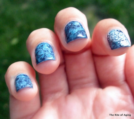 Blue Marble Cling Wrap Nail Art | The Rite of Aging