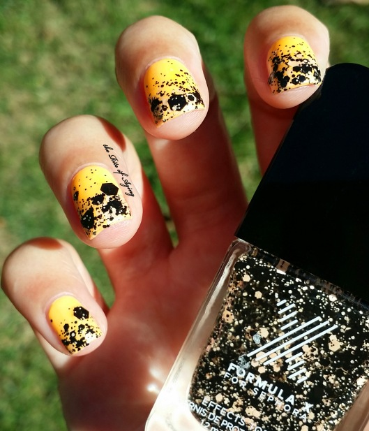Halloween Glitter Gradient Nail Art | The Rite of Aging
