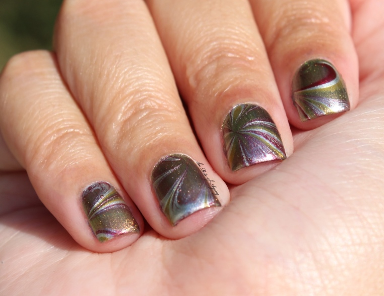 #31DC2016 - Metallic Watermarble Nail Art